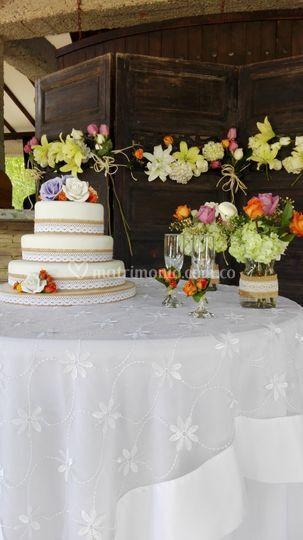 Mesa de torta con biombo