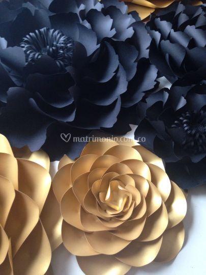 Flores gigantes negro y dorado