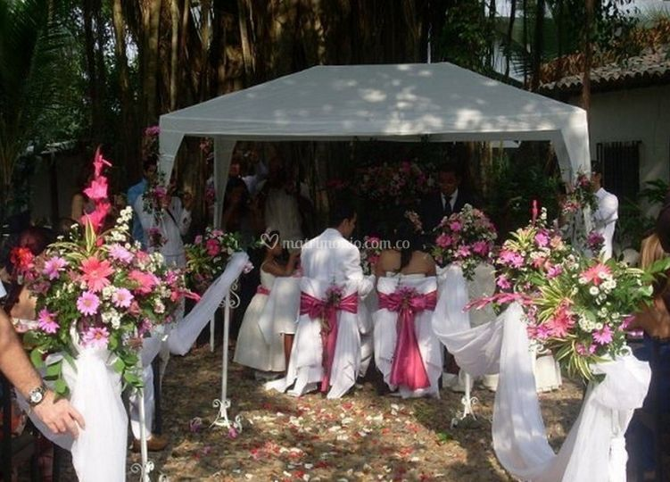 Selva negra restaurante for Bodas en el jardin botanico medellin