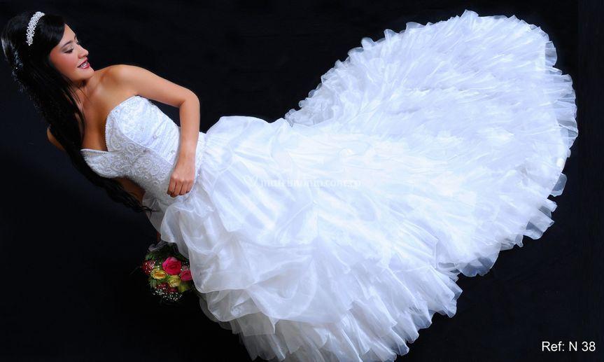Hermoso vestido blanco boleros