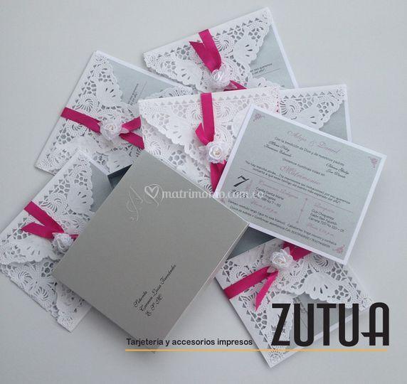 Caja con tarjeta calada
