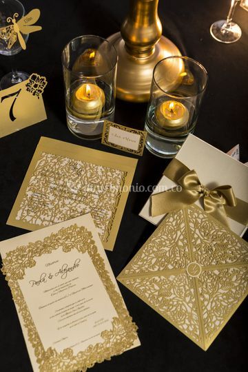 Tarjeta invitacion dorado