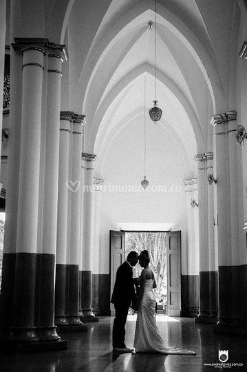 A la entrada de la iglesia