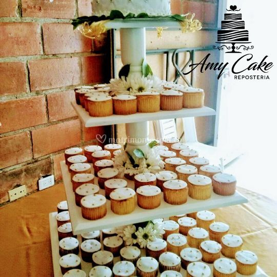 Torre de cupcakes y minipastel