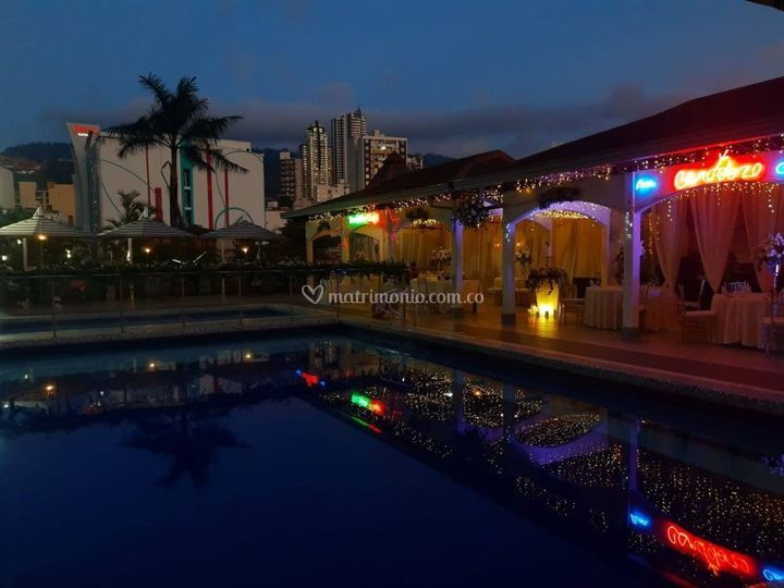 Matrimonio terraza piscina