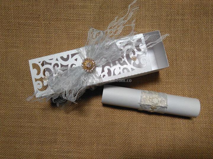 Tarjeta en caja boda romántica