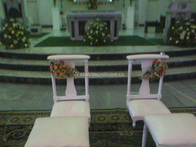 Altar y reclinatorios