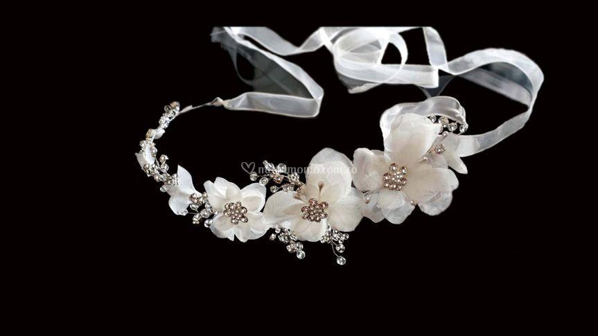 Diadema flores y cristales