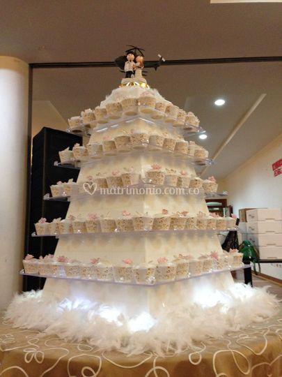 Pirámide cupcakes iluminada