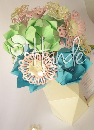 Cajitas y flores en papel