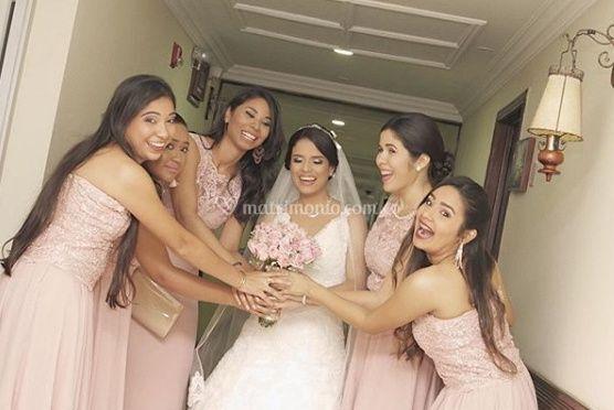 La novia con las damas de honor