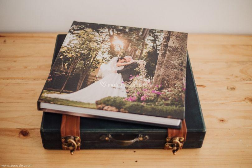 Entrega libro y cofre 30x30cm
