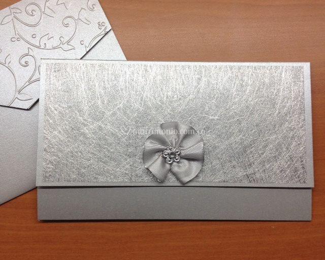 Invitación en plata elegante