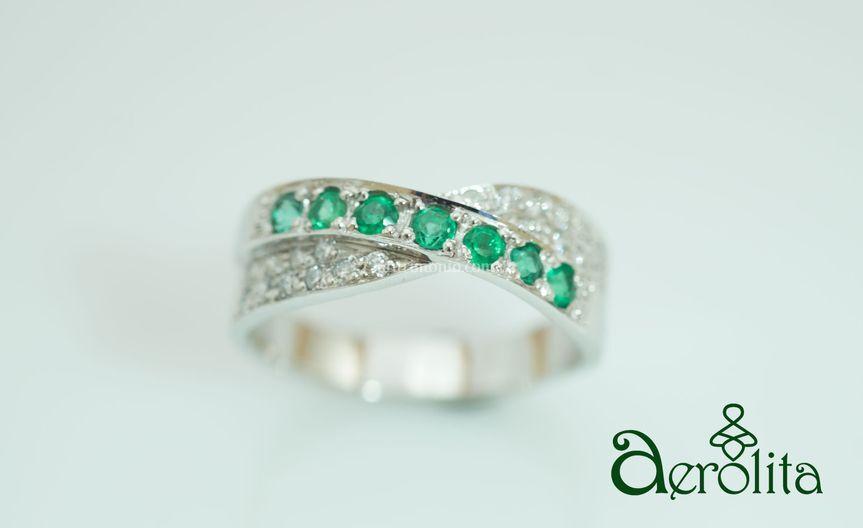 Oro blanco, diamantes y esmeraldas