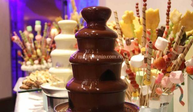 Delicias en fuente de chocolate