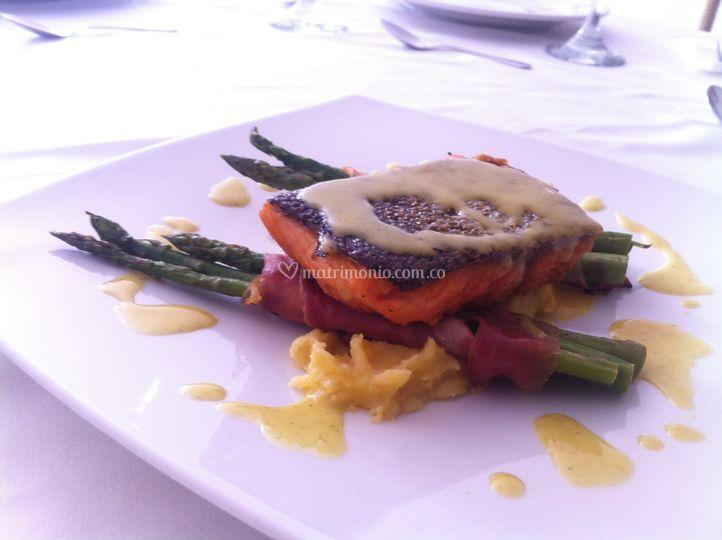 Plato: Salmón a coco y curry