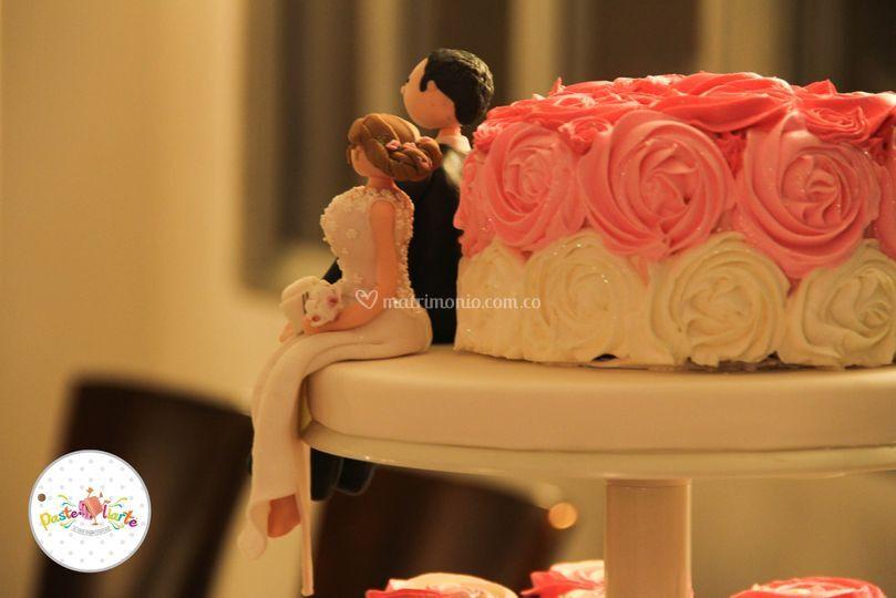 Torta Con Flores en Crema