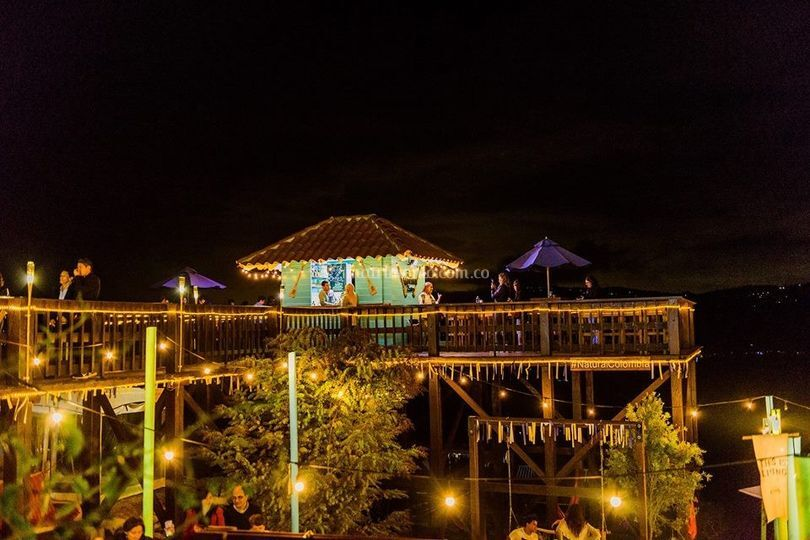 Zaona exterior nocturna