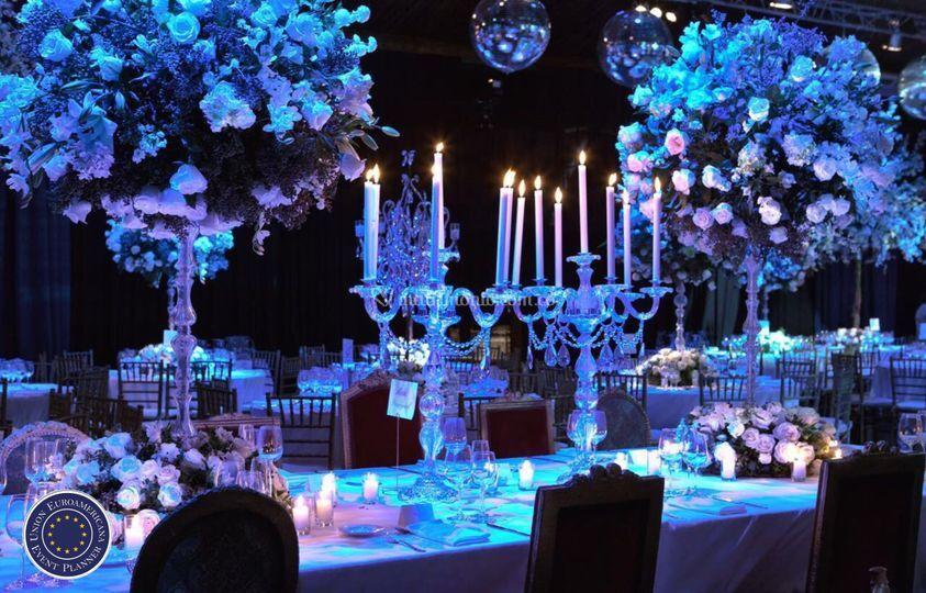 Gala con candelabras en azul