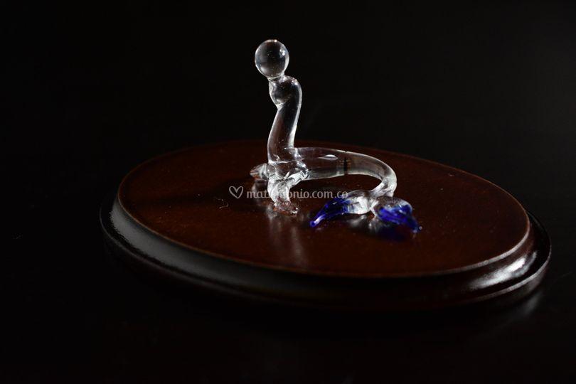 Foca en cristal base en madera