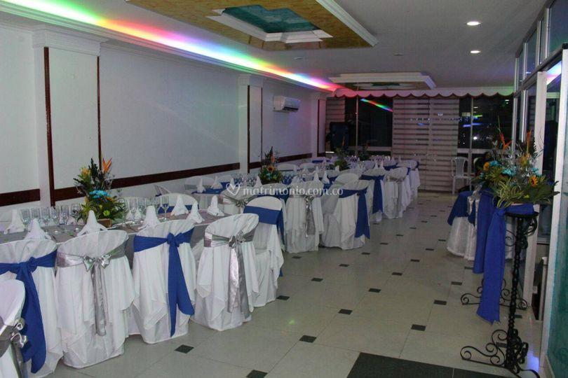Montaje en azul y blanco