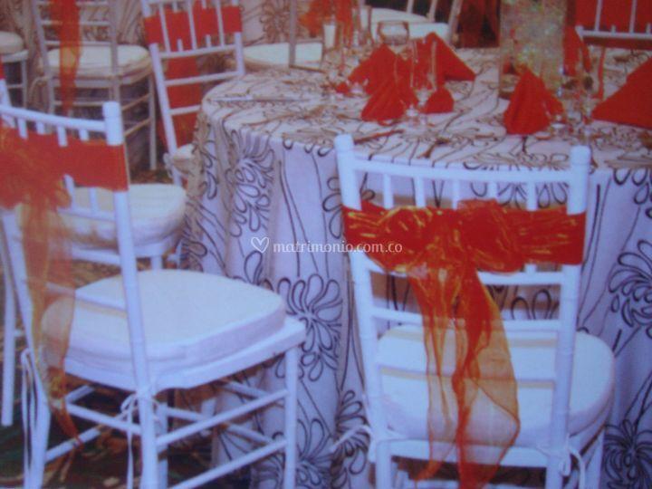 Boda moderna  con sillas tifany