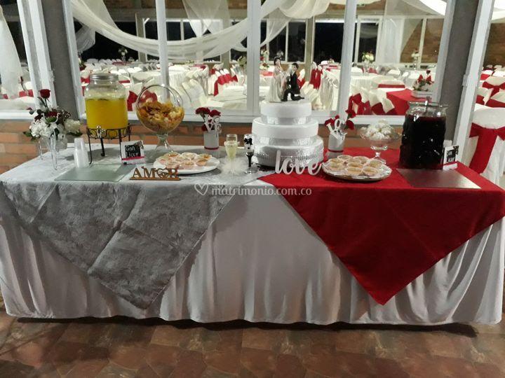 Mesa dulces, pasabocas y cócte