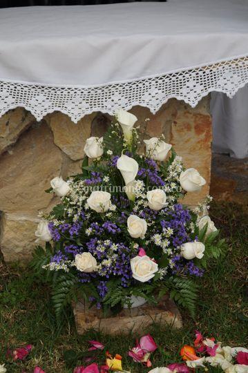 Canastica bajo el altar