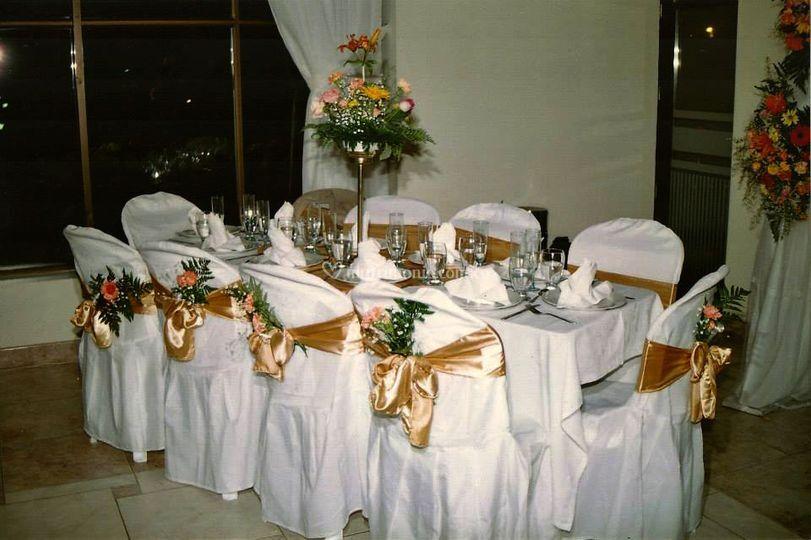 Decoracion de mesa servida