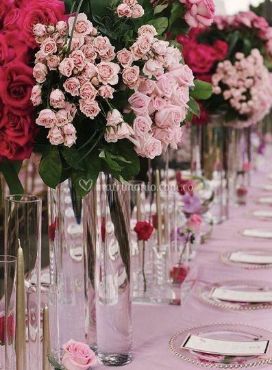 La mesas en tonos rojos y rosa