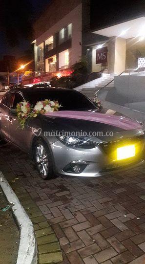 Arreglo de carro de novia