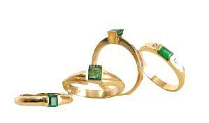 Diferentes tipos de anillo con esmeraldas