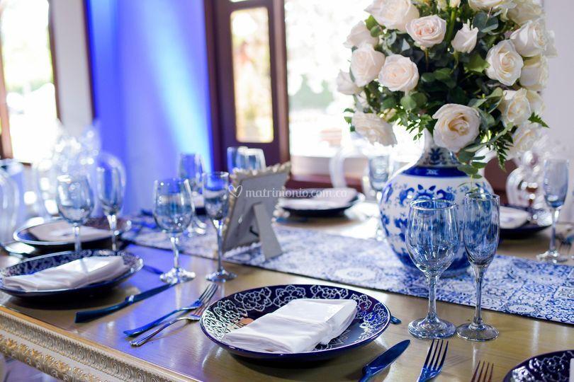 Montaje vajilla azul royal