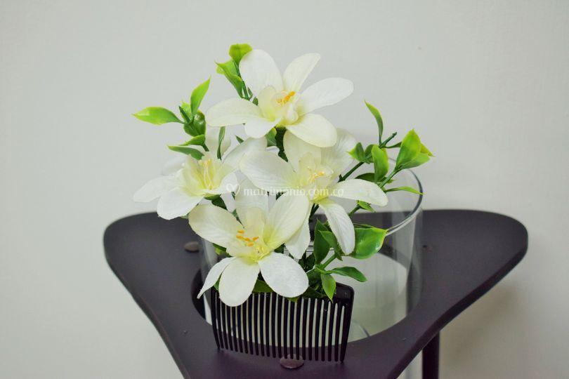 precio más bajo con seleccione para el despacho selección asombrosa Peineta flores artificiales de Complementos Trendy | Foto 48
