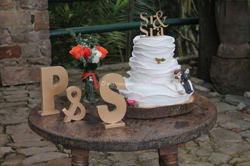 Hermosa torta de matrimonio