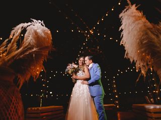 El matrimonio de Isa y John