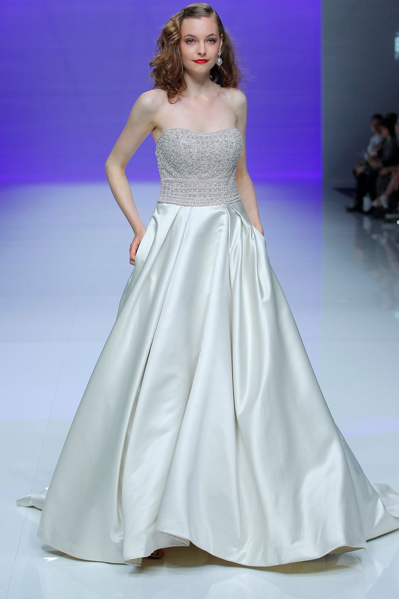 El encaje y satén en los vestidos de novia