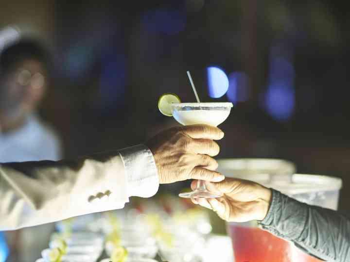21 cócteles con alcohol para la fiesta de su matrimonio que les harán agua la boca