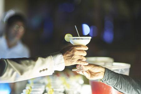21 cocteles con alcohol para la fiesta que les harán la boca agua
