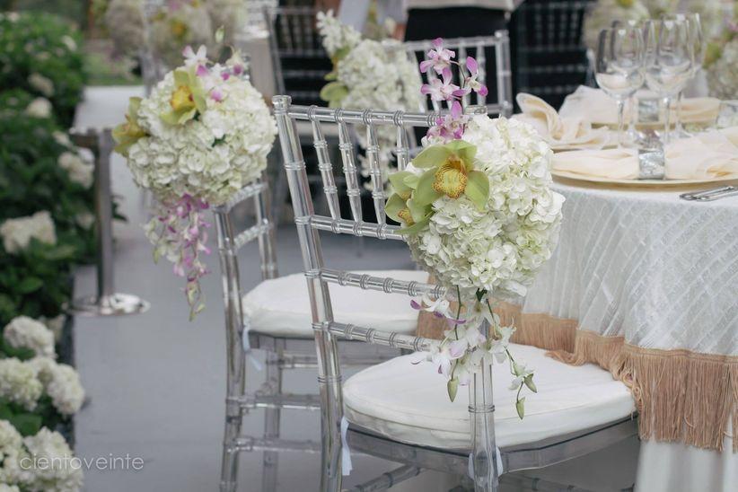 Ideas para decorar las sillas del banquete for Sillas para novios
