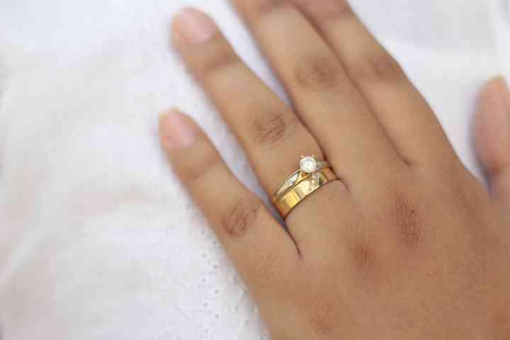 Donde Se Pone El Anillo De Compromiso Anillos de pedida con diseños únicos alta calidad personalícelos con diamantes & piedras preciosas. donde se pone el anillo de compromiso