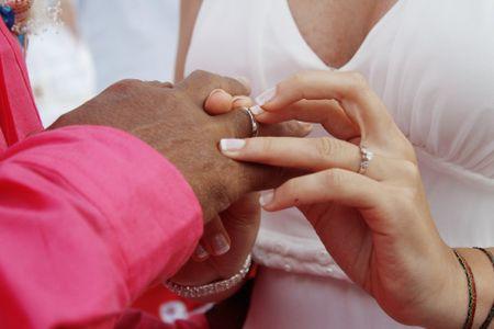 Anillos de compromiso para hombre: tips básicos para encontrar el  perfecto