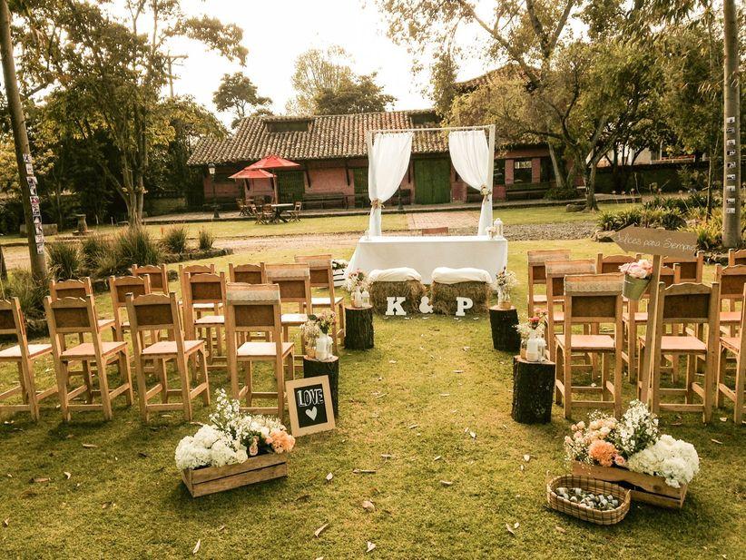 Decoraci n para sillas del matrimonio for Bodas en el campo decoracion