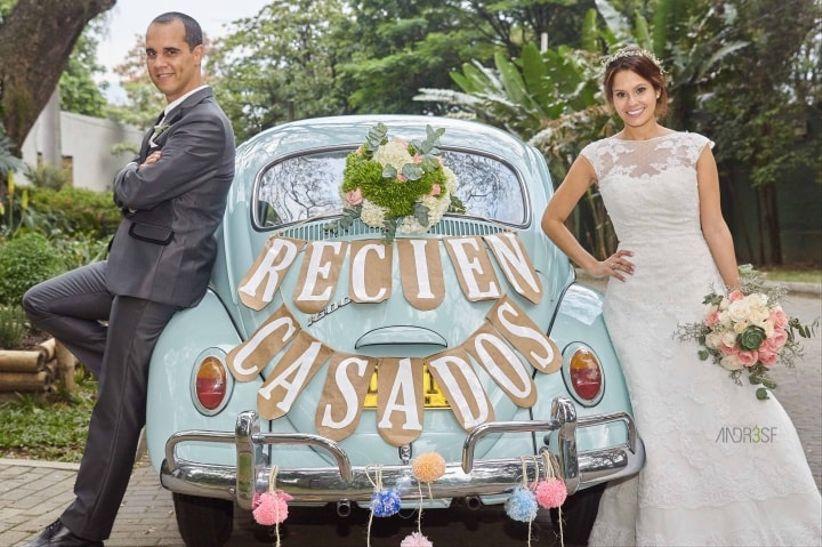 La decoraci n del carro del matrimonio - Decoracion coche novia ...