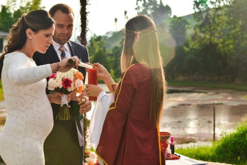 Vínue Sacerdotisa de Bodas y Ceremonias Simbólicas
