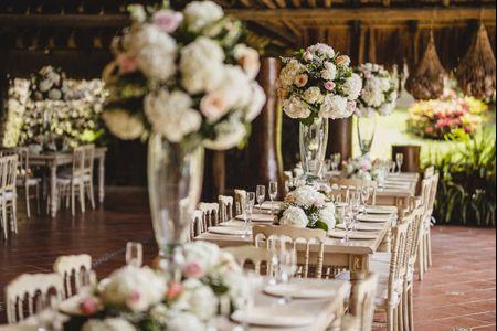 Decoración para las mesas rectangulares del banquete