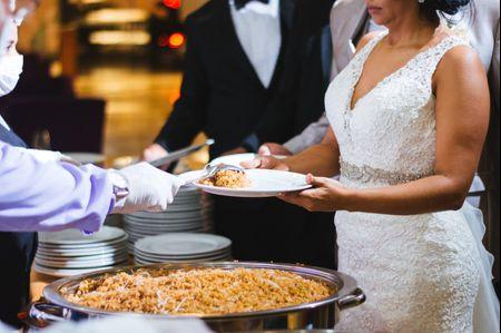 Su primera comida como recién casados
