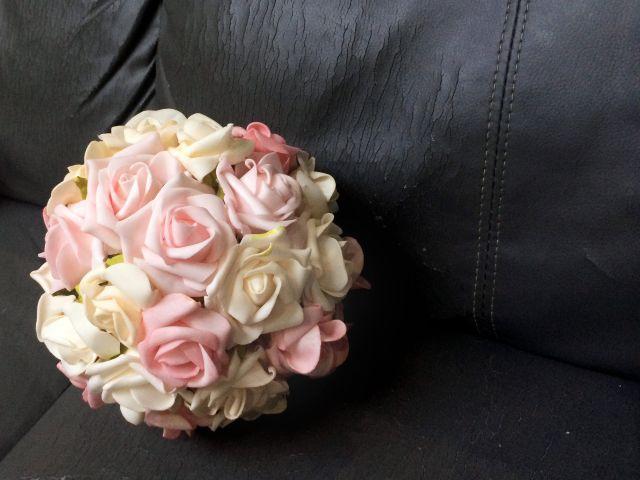 Esfera de flores artificiales para la decoración