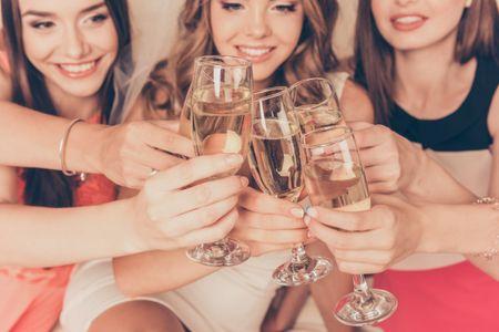 7 cosas que toda novia debe llevar a su despedida de soltera