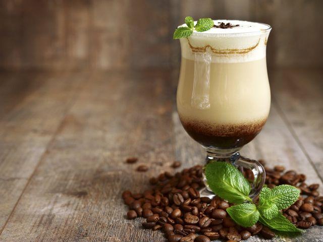 Banquete con sello colombiano: postres y cócteles a base de café